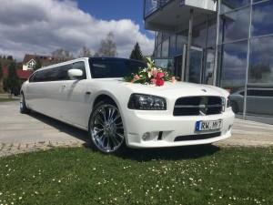 Dodge Stretchlimo mit Blumenschmuck